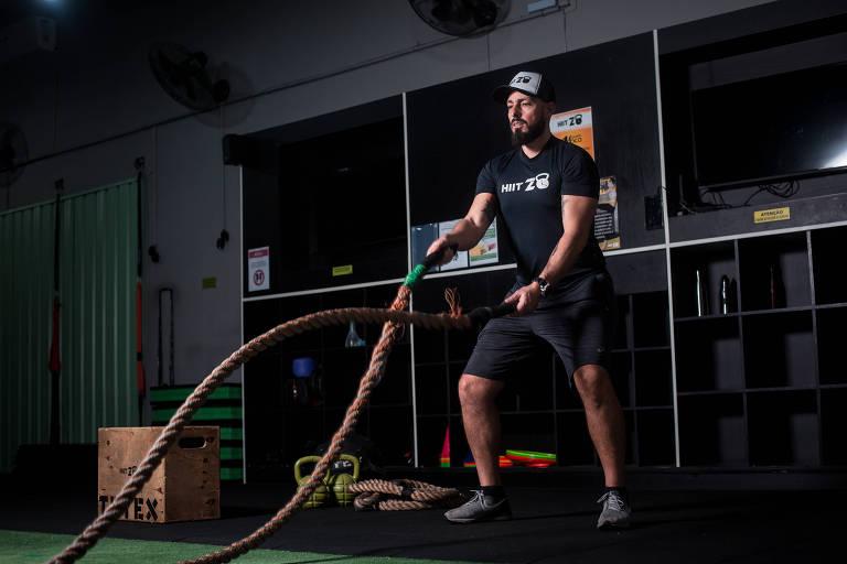 Anderson Lopez, 38, da Hiit20, rede de academias com aulas de treinos rápidos e de alta intensidade