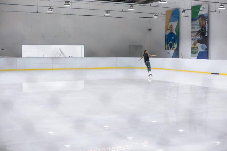 Pista de patinação e de hóquei sobre o gelo na Arena Ice Brasil, empreendimento na zona sul de São Paulo