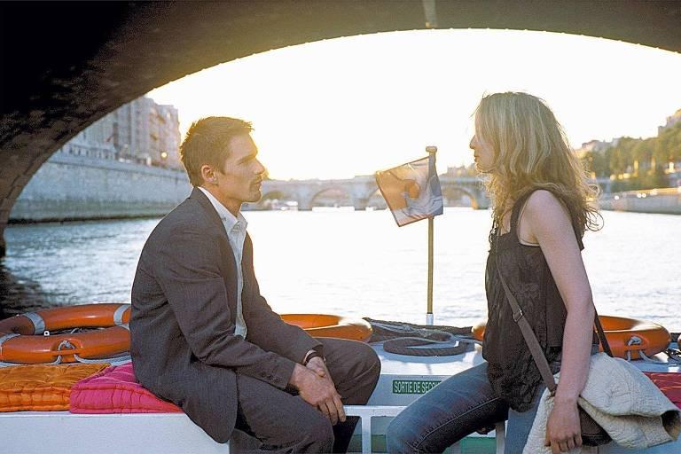 """Os atores Ethan Hawke e Julie Delpy em cena de """"Antes do pôr-do-sol"""", filme de Richard Linklater"""