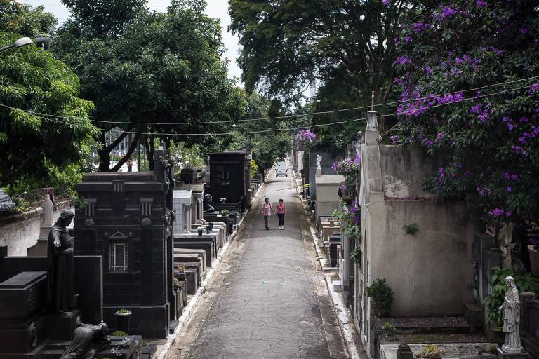 Movimentação nos cemitérios da capital paulista após o coronavírus. Na imagem, o cemitério do Araçá, na zona oeste