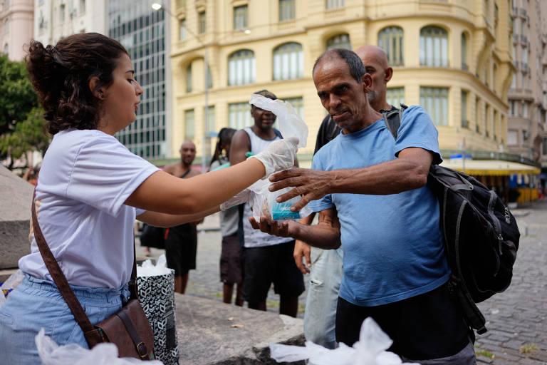 Novo coronavírus diminui doação de alimentos a moradores de rua no RJ