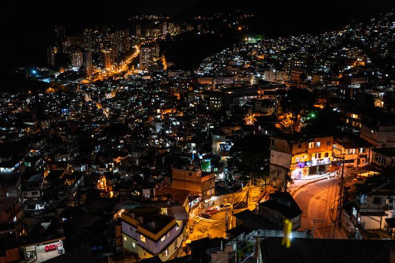 Vista do alto da favela da Rocinha, na zona sul do Rio