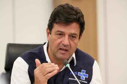 Enquanto Mandetta reitera cuidado com cloroquina, Bolsonaro volta a defender remédio contra coronavírus