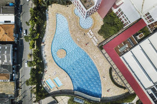 Pandemia  do Coronavirus fecha piscinas em Sao Paulo. Piscina da unidade do SESC Belenzinho que permanecera fechada ate 31 de marco. Recomendacao do governo para restringir atividades esportivas e aglomeracoes de pessoas no Estado faz com que clubes da cidade fechem piscinas e suspendam atividades