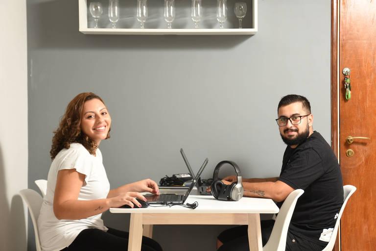 Amanda Portella e Ricardo Kaluam são casados há dois meses e agora enfrentam um intensivo de convivência forçada trabalhando em casa devido a pandemia de coronavírus