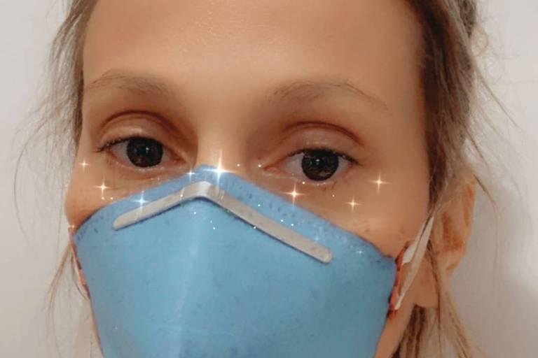 Luísa Mell usa máscara e aguarda resultado para confirmar se está com Covid-19