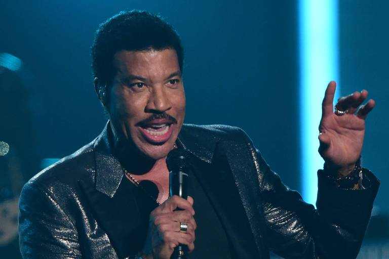 O cantor Lionel Richie no 58º Grammy