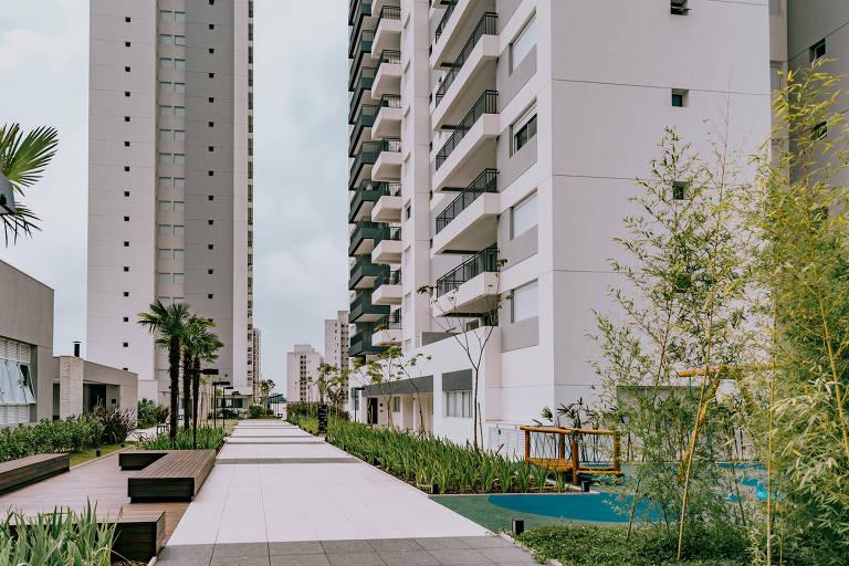 Área ao ar livre do condomínio-clube Monumento, em São Paulo