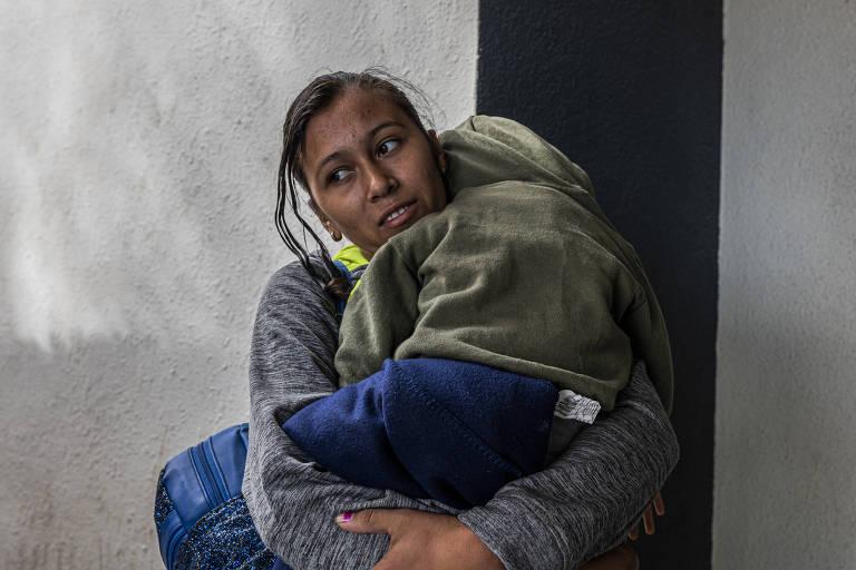 Fechamento da fronteira com México deixa imigrantes no limbo em Ciudad Juárez