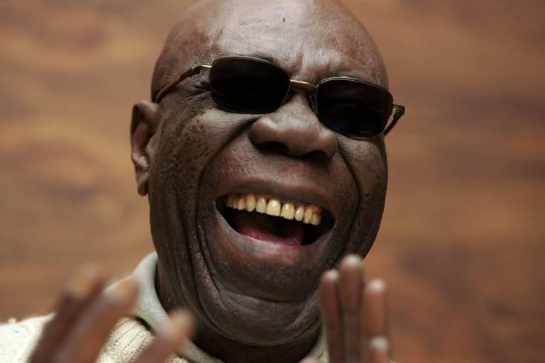 Manu Dibango, que morreu após ser infectado por coronavírus, em foto de 2005