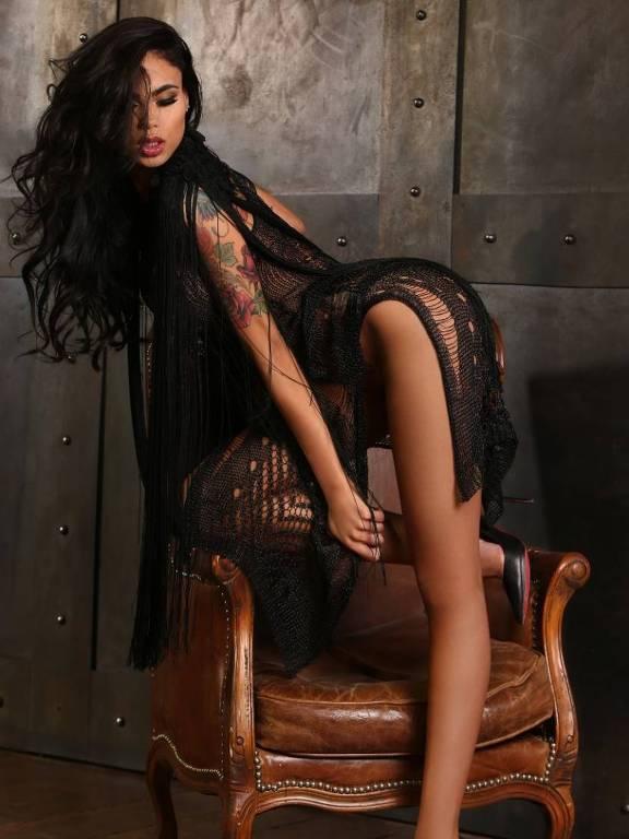 Modelo brasileira posa para Playboy espanhola e diz que se inspirou em Xuxa e Kim Kardashian