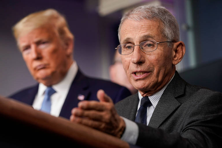 Diretor do Instituto Nacional de Alergia e Doenças Infecciosas Anthony Fauci, ao lado do presidente Donald Trump, durante entrevista coletiva na Casa Branca, em Washington