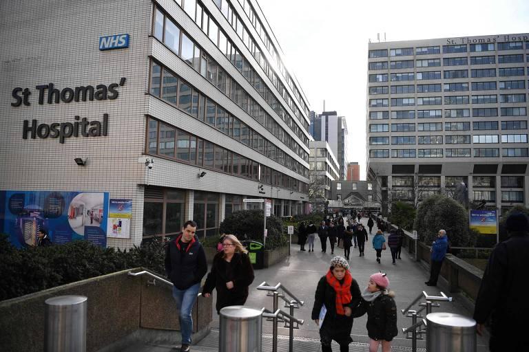 Hospital St Thomas' em Londres; sete em cada dez pacientes internados em UTI com coronavírus no Reino Unido são obesos