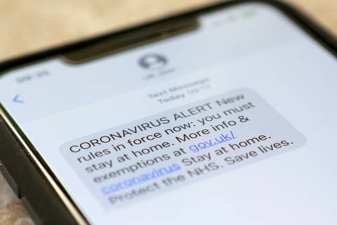 A text message sent from the British government across the UK stating the new rules that are now in force that people must stay at home to combat the coronavirus disease (COVID-19) is seen on a mobile phone in London, Britain, March 25, 2020.  REUTERS/Russell Boyce ORG XMIT: GGGRUS02