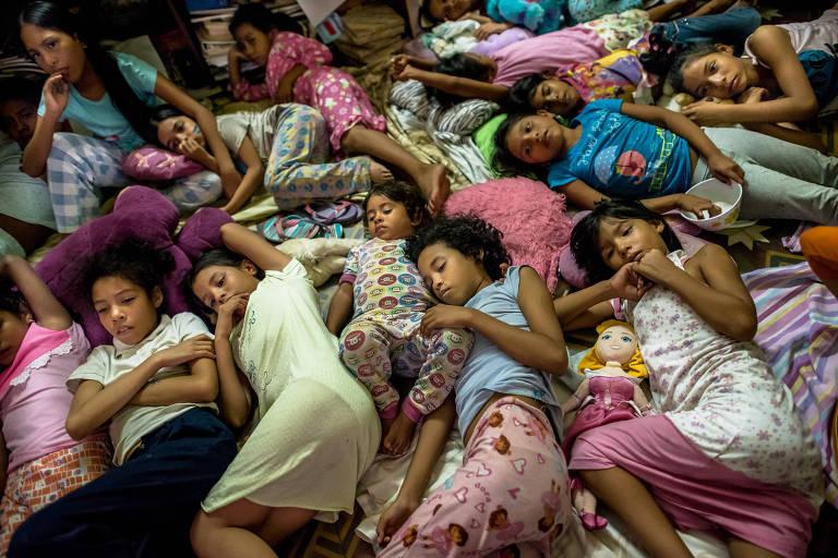 'País de velhos e crianças': migração em massa aprofunda crise na Venezuela