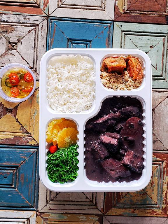 Feijoada é a opção de sábado do menu do Carlota Very Deli, o delivery do restaurante Carlota