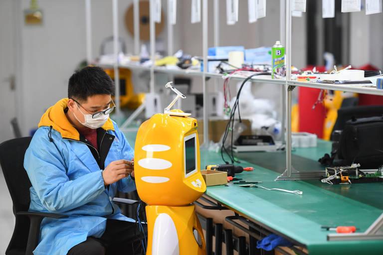 Na China, robôs auxiliam no combate ao coronavírus
