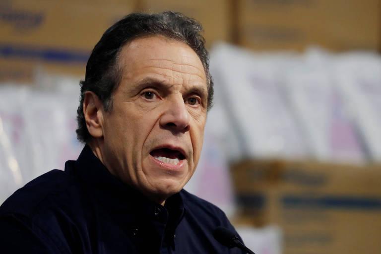 O governador do estado de Nova York, Andrew Cuomo, durante entrevista coletiva em centro de convenções convertido em hospital temporário na cidade de Nova York City