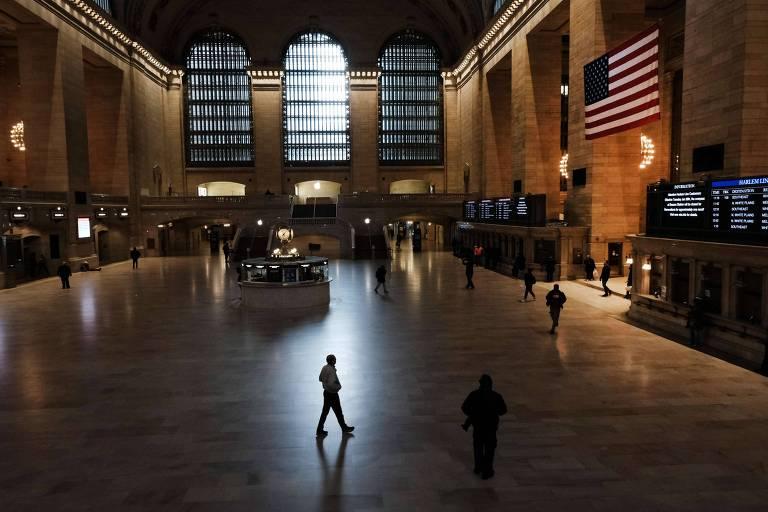 Grand Central Station, um dos cartões postais de Nova York, quase vazia em meio à pandemia do coronavírus