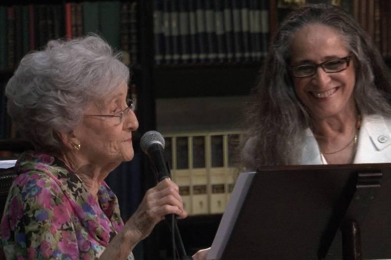 """Cena de """"Cleo"""", com Cleonice Berardinelli e Maria Bethânia"""