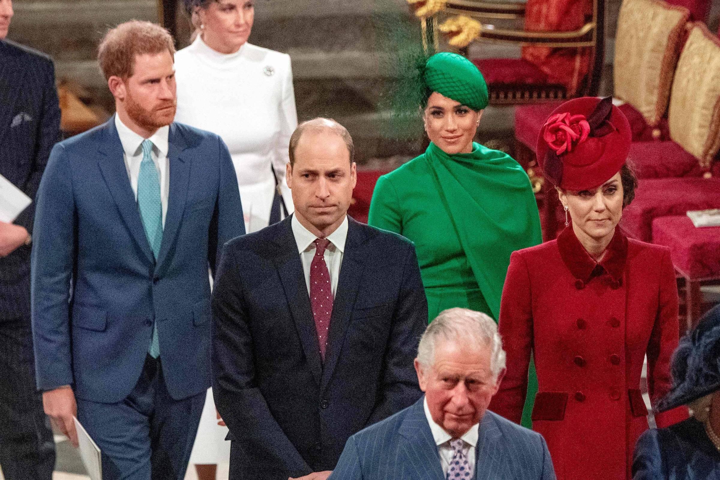 Meghan Markle proíbe príncipe Harry de ir visitar o pai com coronavírus, diz site