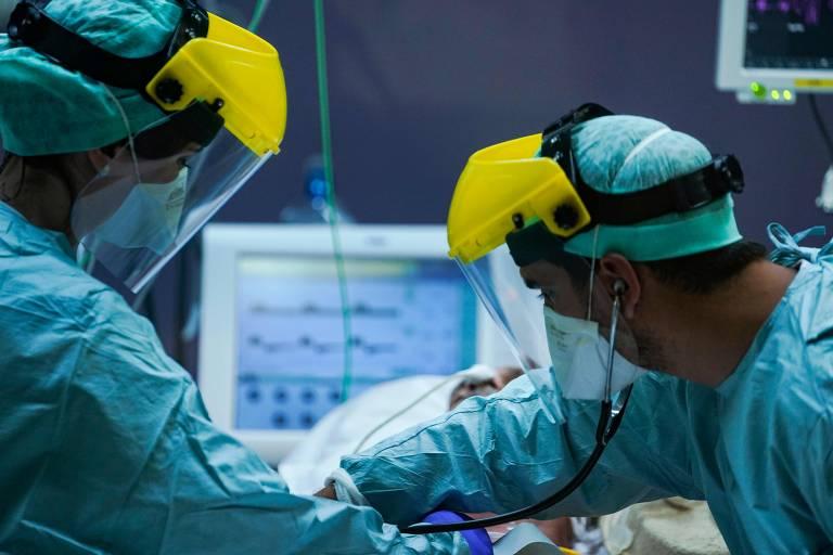 Resultado de imagem para usa hospitals donald trump coronavirus