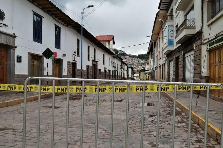 O quarteirão em volta do hostel de Cusco está todo cercado e ninguém pode sair; há cinco brasileiros no local