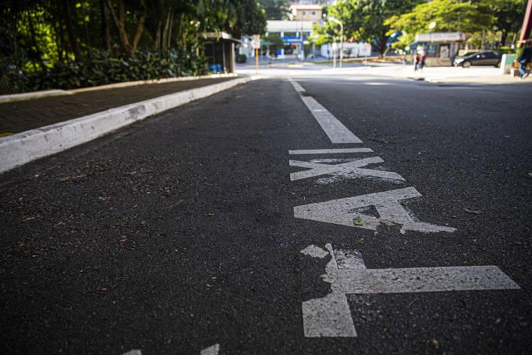 Táxis perdem passageiros durante quarentena contra coronavírus