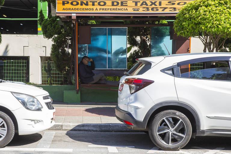 Ponto de táxi na próximo a avenida Francisco Matarazzo
