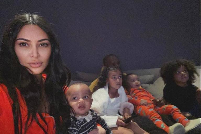 Kim Kardashian é criticada após celebrar o tempo em família durante a quarentena