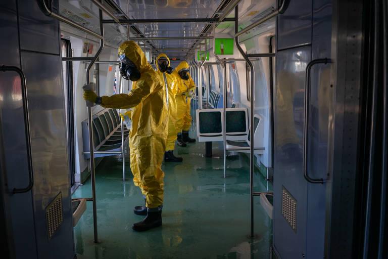 Militares fazem desinfecção em transporte público no Rio; veja fotos de hoje
