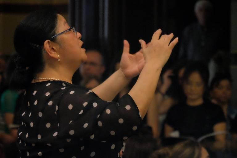Veja fotos da maestrina Naomi Munakata