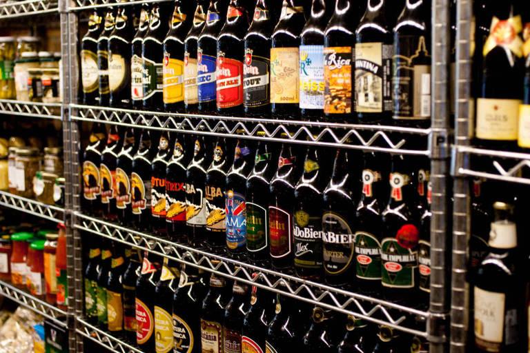 Cervejas nacionais do Empório Alto dos Pinheiros, em Pinheiros