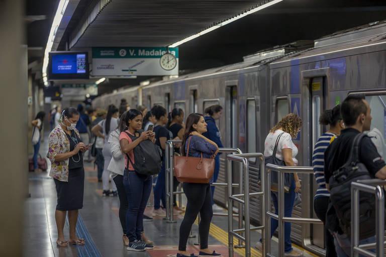 Aumento de intervalo entre trens ainda provoca aglomerações