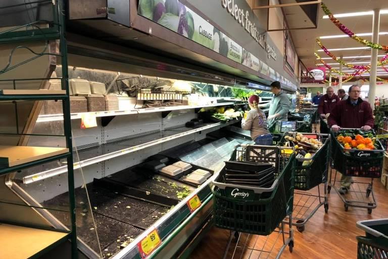 Mercado nos EUA joga fora US$ 35 mil em comida após mulher tossir de propósito em prateleiras