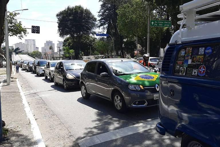 Carreata contra o fechamento do comércio na sexta (27) no Tatuapé, na zona leste de São Paulo