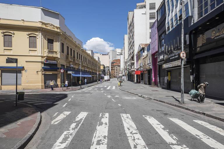 Cidade de São Paulo paralisada; Rua 25 de Março aparece vazia às 11h30 da segunda-feira (23)