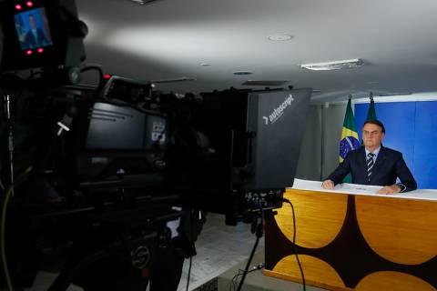 Bolsonaro defende uso de hidroxicloroquina ainda em fase inicial da Covid-19