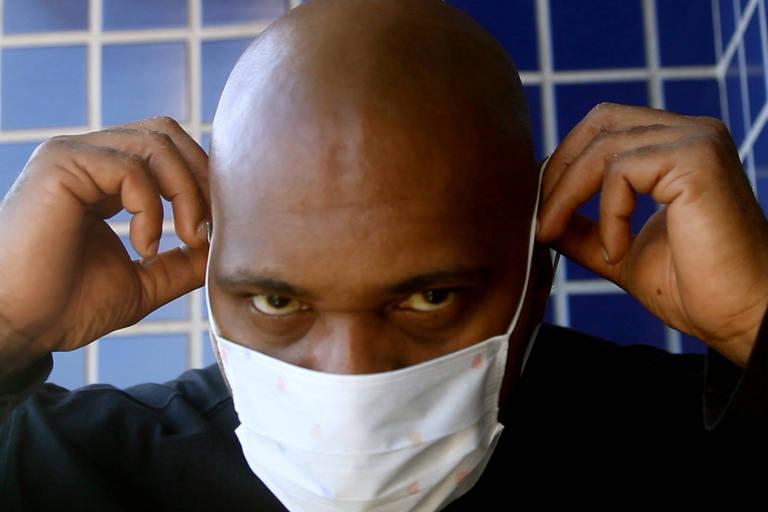 Em rap, MV Bill alerta sobre riscos do coronavírus em favelas brasileiras