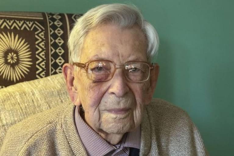 Bem humorado, Bob Weighton diz que o segredo da vida longa é 'evitar morrer'