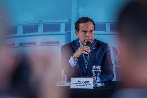 SÃO PAULO, SP, BRASIL, 27-03-2020: O governador João Doria, durante coletiva de imprensa após visita as obras de instalação do Hospital Municipal de Campanha de Combate ao Coronavírus no estádio do Pacaembu. (Foto: Eduardo Anizelli/ Folhapress, PODER)