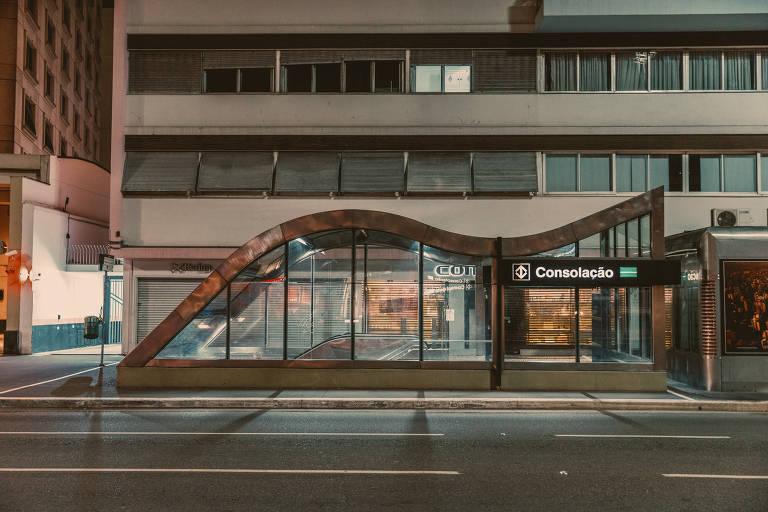 Estação Consolação do metrô, na av. Paulista, em São Paulo, vazia por conta da quarentena