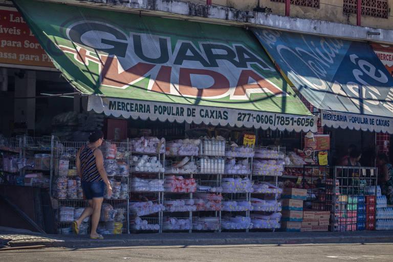 Comércio aberto no centro de Duque de Caxias, na Baixada Fluminense, em meio a pandemia de coronavírus