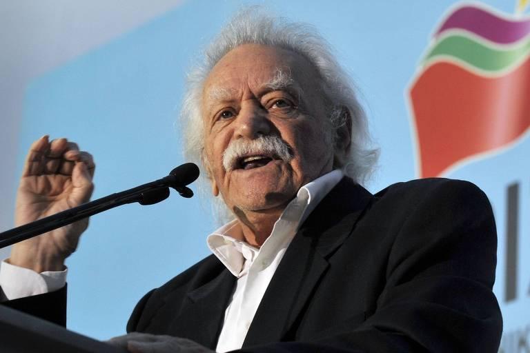 Herói grego que arrancou suástica da Acrópole na 2ª Guerra morre aos 97