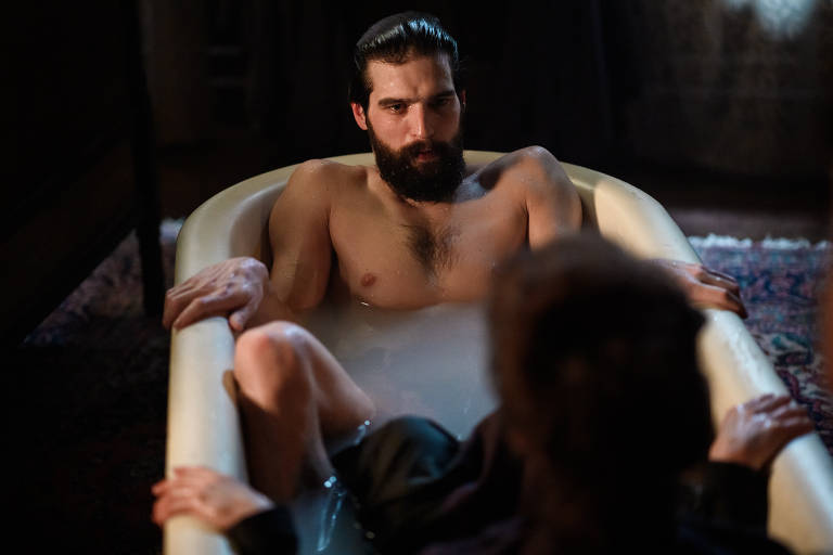 Veja cenas de 'Freud'