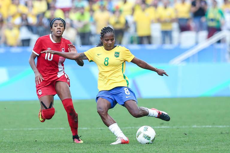 A volante Formiga em ação pela seleção brasileira nos Jogos do Rio-2016, contra o Canadá