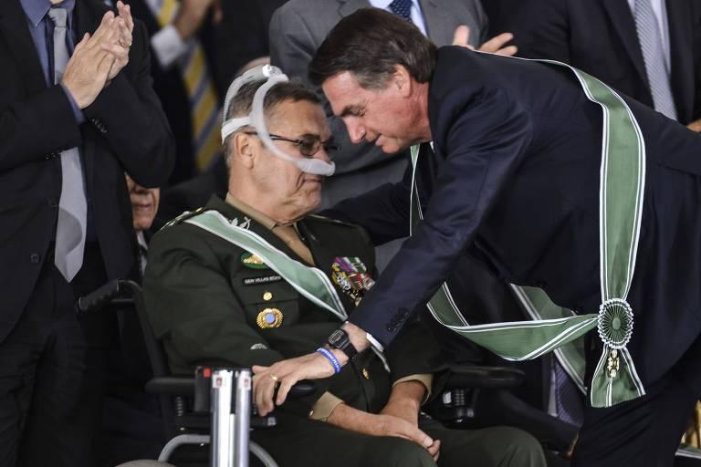 Bolsonaro e Villas Bôas na solenidade de despedida do general do comando do Exército, em 2019