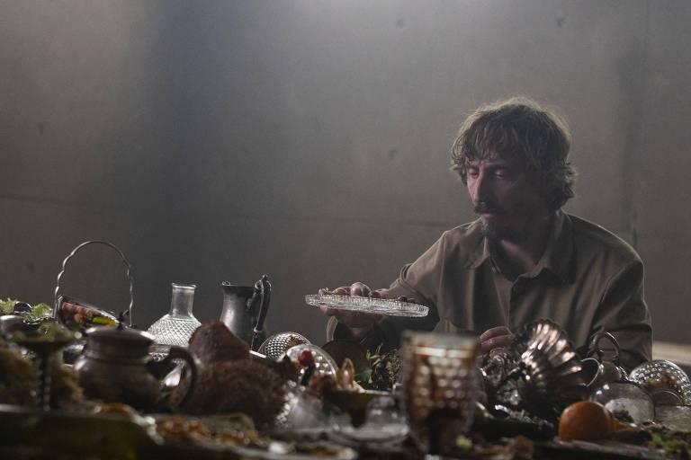"""Cena de """"O Poço"""" da Netflix"""
