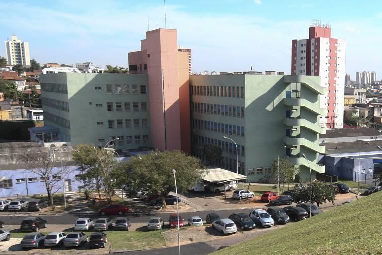 O hospital Vila Nova Cachoeirinha é um dos que sofrem com a falta de EPIs para os profissionais, mas a Secretaria Estadual da Saúde nega esta informação