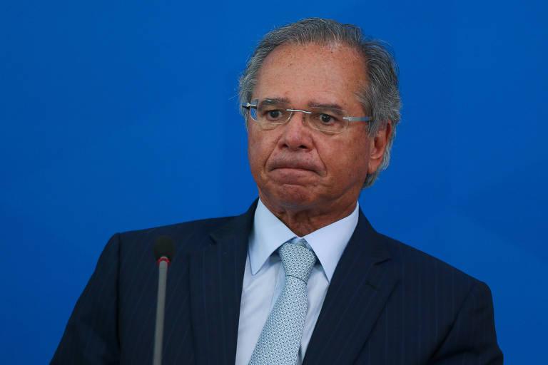 O ministro da Economia, Paulo Guedes, durante entrevista sobre coronavírus no fim de março